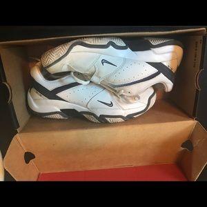 Nike Shoes - Nike Air tennis shoes